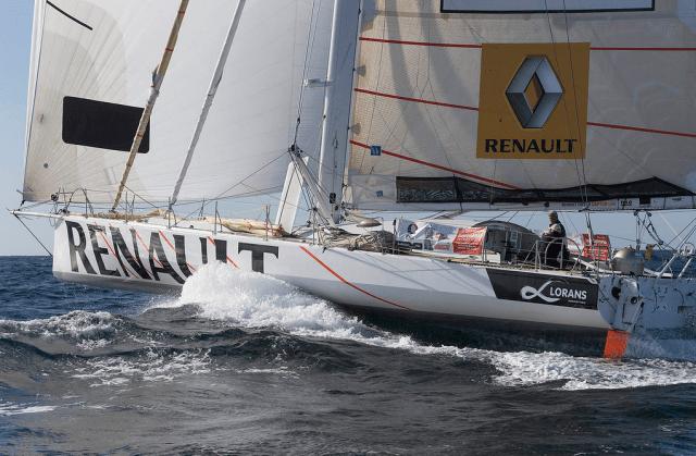 """Kurz nach dem Start musste Audigane in den Mast der """"Renault"""" © martin-raget"""