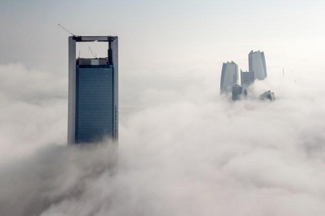 Abu Dhabi beim Etappenstart im Nebel. © Ainhoa Sanchez/Volvo Ocean Race