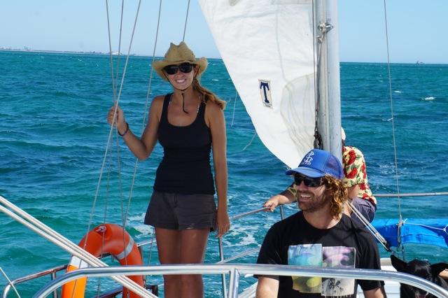 Zuletzt haben die beiden Segellehrer-ausbildungen und Charter-Scheine gemacht. Zum Auffüllen der Bordkasse kein schlechter Plan © salty times