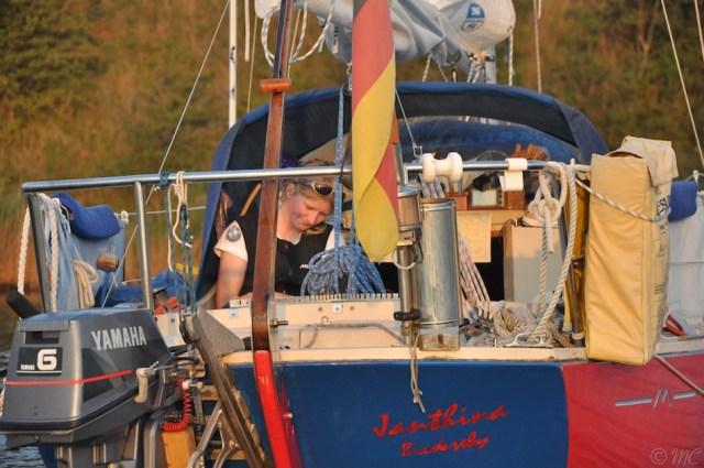 Svenja entspannt sich. Unser Motor, der nicht mag © Maike Christiansen
