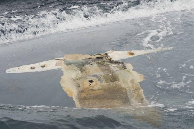 Detailaufnahme des Kielaufhängungsbereiches auf der durchgekenterten Cheeki Rafiki © US Coast Guard