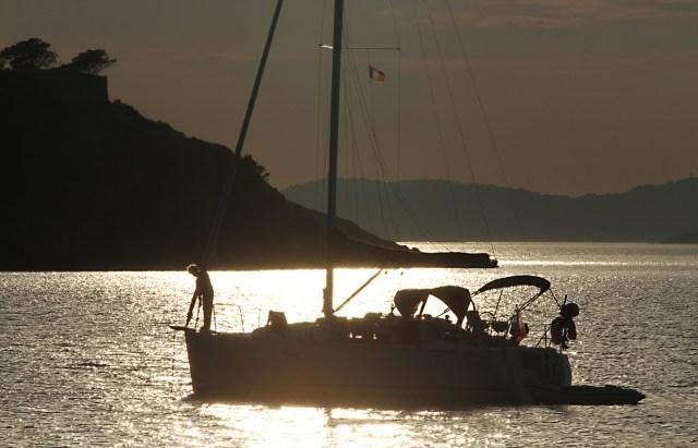 Einfach mal so eben in der schönen, geschützten Bucht da vorne ankern? Könnte teuer werden! © syndicat d'initiative