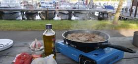 Am Hafen kochen.