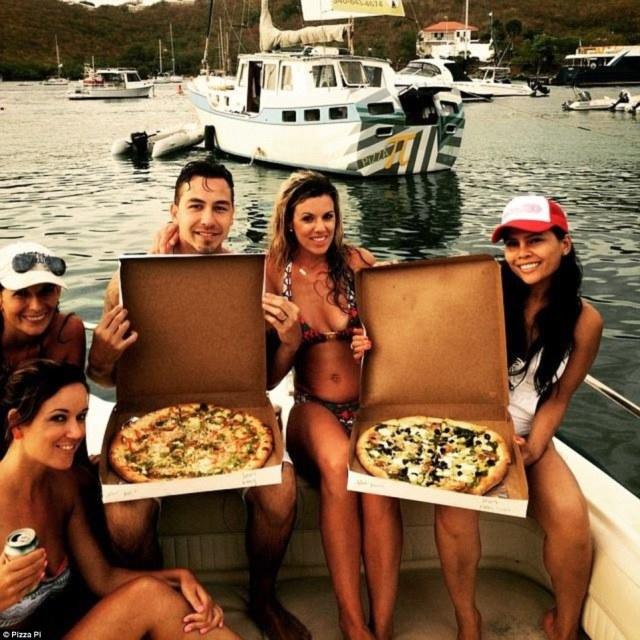 vor Anker, Pizza, Karibik,