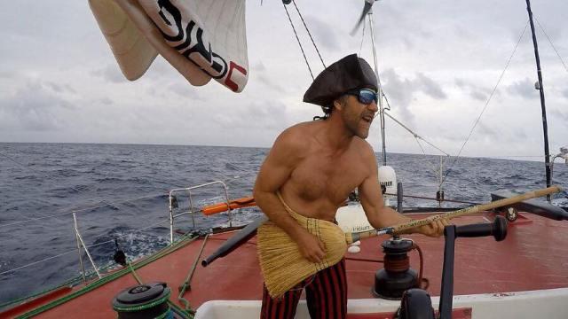 Vendee Globe, Piraten-Teilnahme, Kollision