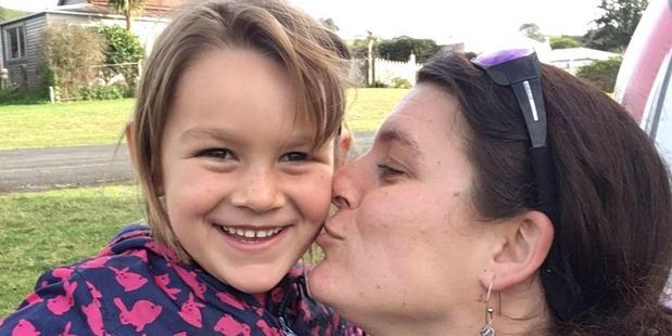 Mutter Ariane Wyler mit Tochter Que (6) © privat