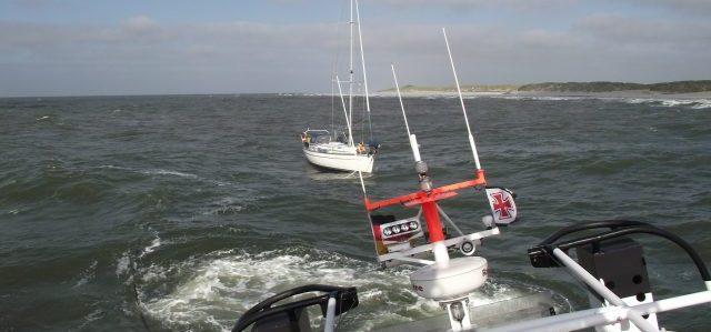 Segelyacht im sturm  Rettung: Maschine ausgefallen – Segelyacht vor Strandung bei ...
