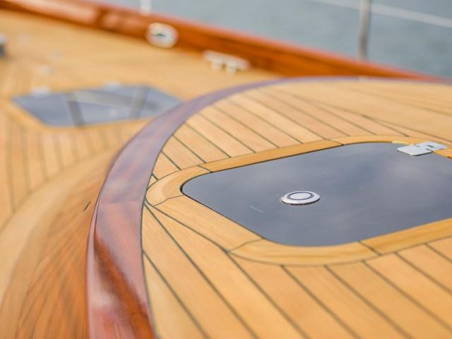 Lignia-Deck auf einer Spirit-Yacht