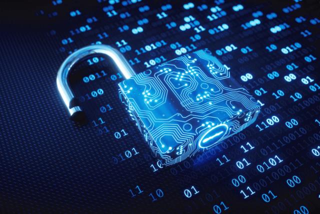 """A Agência de Segurança Cibernética e de Infraestrutura dos Estados Unidos (CISA) acrescentou na segunda-feira a autenticação de fator único à pequena lista de práticas de segurança cibernética """"excepcionalmente arriscadas"""", que poderiam expor a infraestrutura crítica, bem como entidades governamentais e do setor privado, a ataques cibernéticos devastadores."""
