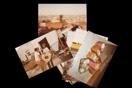 Julian Schnabel Fotografie che ritraggono l'artista all'esterno del suo studio di Long Island nel 1984-1986 circa / Photographs showing the artist outside of his Long Island studio in 1984-1986 ca. Ph. Chiara Cottafavi