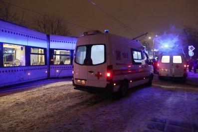 Четверо госпитализированы после столкновения трамвая с КАМАЗом в Москве