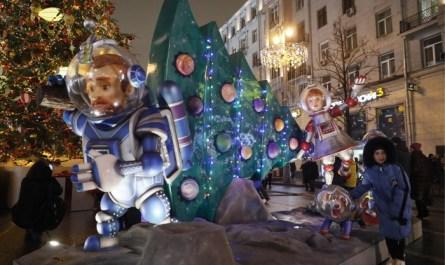 Собянин сообщил о 2,7 млн участников новогодних гуляний в Москве