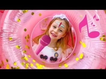 Богатейшая блогерша на YouTube покорила сеть клипом на песню о себе