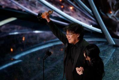 """Картину """"Паразиты"""" отметили """"Оскаром"""" как лучший фильм на иностранном языке"""