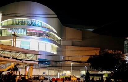 Всех людей вывели из торгового центра в Таиланде, где произошла стрельба
