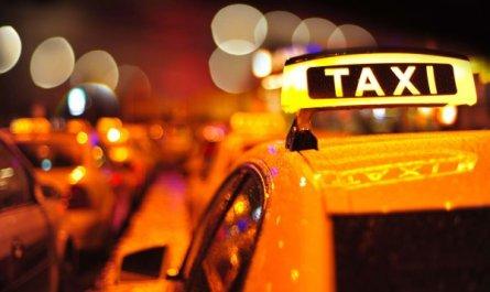 Таксист снял с банковской карты пьяного пассажира полмиллиона рублей