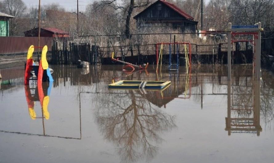 Паводок подтопил поселки в Иркутской области
