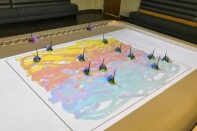 Армию миниатюрных роботов научили сообща рисовать картины