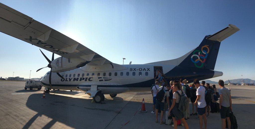 Pequeno avião da Olympic air que faz o vôo Atenas - Milos.