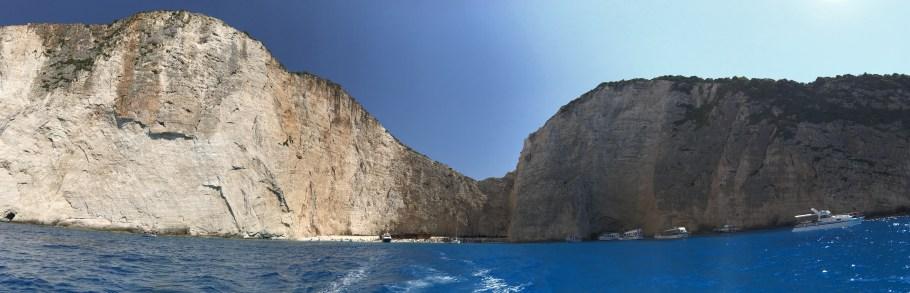 Zakynthos, uma ilha difícil de esquecer. Saindo de barco de Navagio