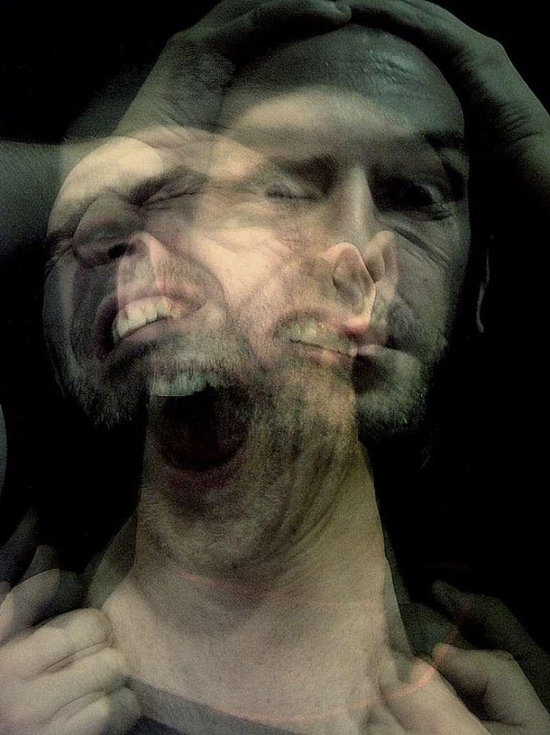 De 6% a 23% das pessoas que passaram pela experiência de quase morte disse ter vivido alucinações com túneis que terminavam em luzes, encontros com seres luminosos, memórias de uma consciência descolada do corpo físico e assim por diante. Para a Ciência, isso acontece devido ao estado de perturbação do cérebro.