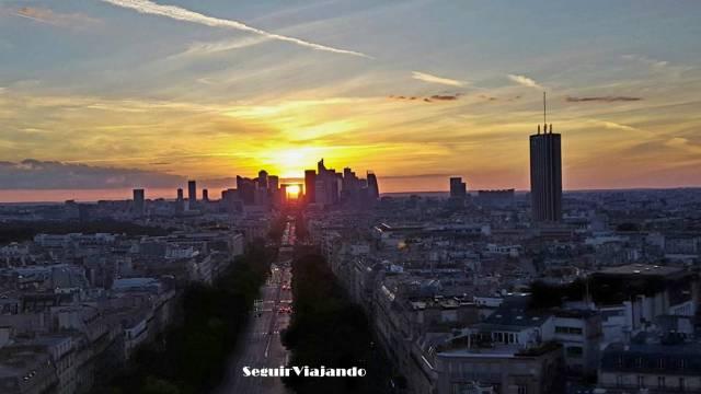 Puesta de sol desde el Arco del Triunfo. Imprescindibles de París