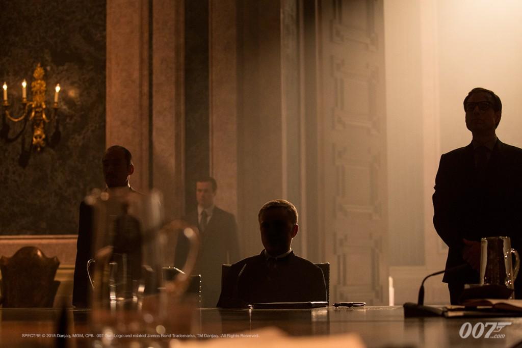 O líder da Spectre surge das sombras num reforço à tradição que a série 007 herda