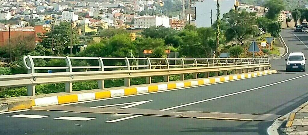 DENUNCIADA LA TF-5… en Tenerife por la presencia de trampas de alto riesgo para motoristas.
