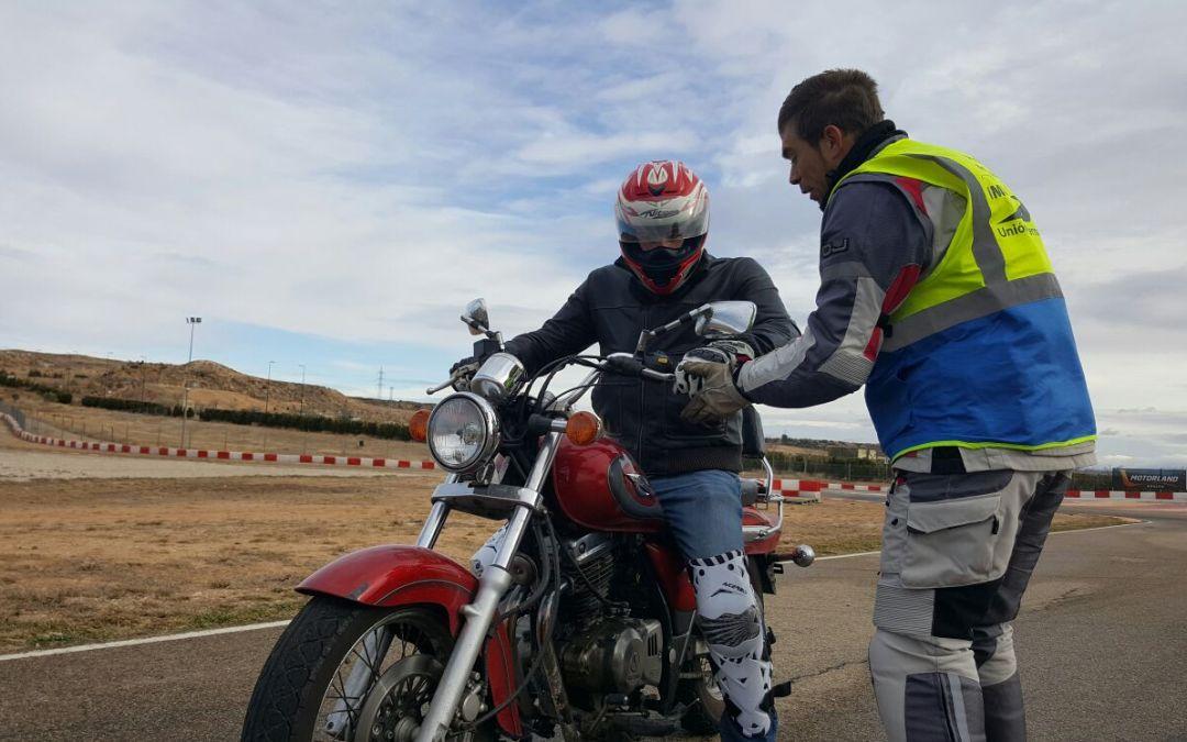 Iniciación a la seguridad de los motociclistas y la conducción de motocicletas