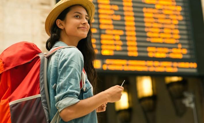 documentos para viajar garota