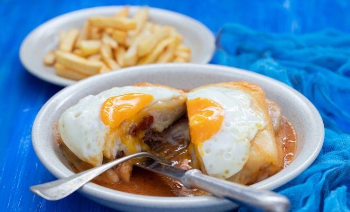 francesinha comida seguro Porto