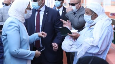 Photo of وزيرة الصحة تتفقد سير العمل بالقوافل العلاجية ومركز طب الأسرة بحي الأسمرات