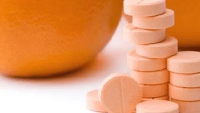 Photo of مخاطر صحية كبيرة .. طبيب يكشف مخاطر الإفراط في أقراص فيتامين C