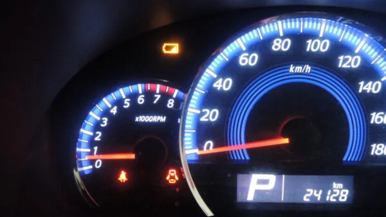スズキ車のキーレス電池マーク点灯