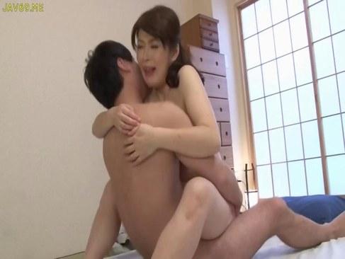 夫婦の営みで激しく腰を振り快感に悶える五十路豊満熟女の日活 無料yu-tyubu