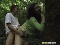 四十路美熟女が山の中でセックスしている熟年夫婦生活動画