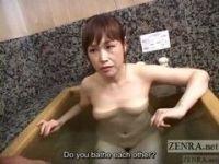 地味系五十路熟女が風呂場で手コキしてるjyukujo動画