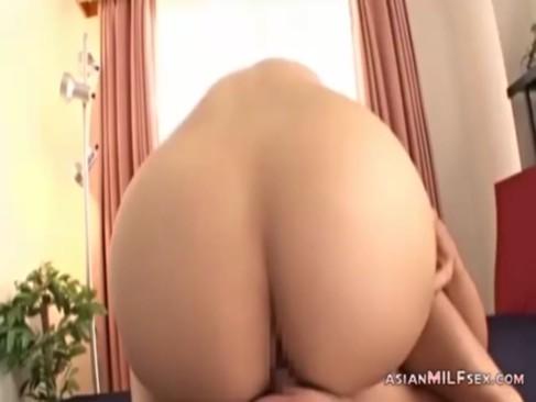 桃尻が素敵な妖艶熟年女がせつくすおばさんで大興奮!69で激しくチンポをフェラチオしまくってるjyukujo動画画像無料