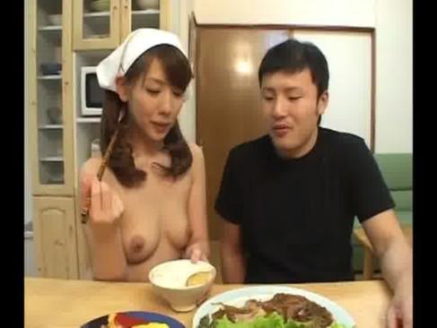 熟年女優の結城みさが全裸家政婦に変身してエッチなご奉仕に励んでいるjyukujo動画画像無料tokyo