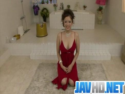 笑顔と熟した身体に抜群なエロテクが素敵な妖艶熟年女がぬるぬるソープご奉仕をしてくれるおばさん体験動画