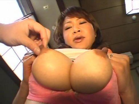40代の美熟女妻が不倫温泉旅行で夫婦生活ではできない性交で興奮しておめこを濡らすおばさんの性動画無料