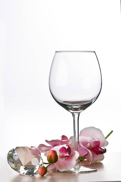 グラスのしつこい汚れを確実に落とす方法はスバリこれ!