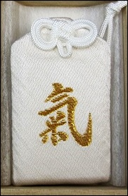 三峯神社のお守りの効果をMAXにする持ち方は?色や種類の違いは?