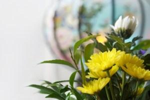 お盆の御供えの生花