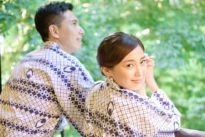 温泉宿で彼と過ごす優雅な浴衣美人