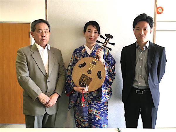 高知城歴史博物館渡部淳館長、大保さんと月琴・永田斉子