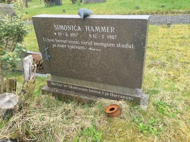 Gravsteinur - Simonica Hammer