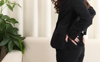 【腰痛】ビジネスマンの腰痛イメージ
