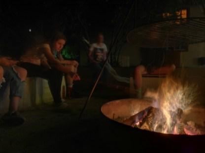 am Feuer mit Marshmello