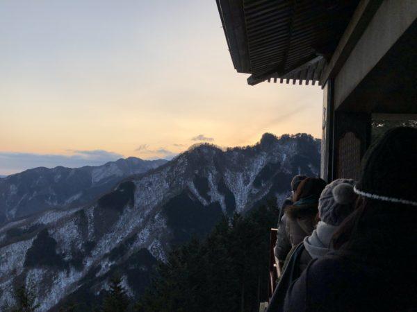三峯神社 白い氣守 遥拝殿